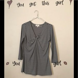 Tops - 🔴3/$15 Cute Black and White Top